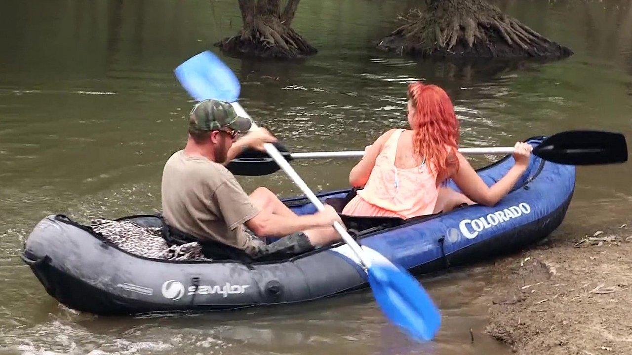 Секс в лодке на волге