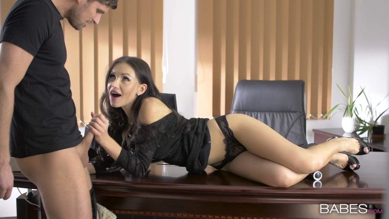 Занялся сексом с секретаршей