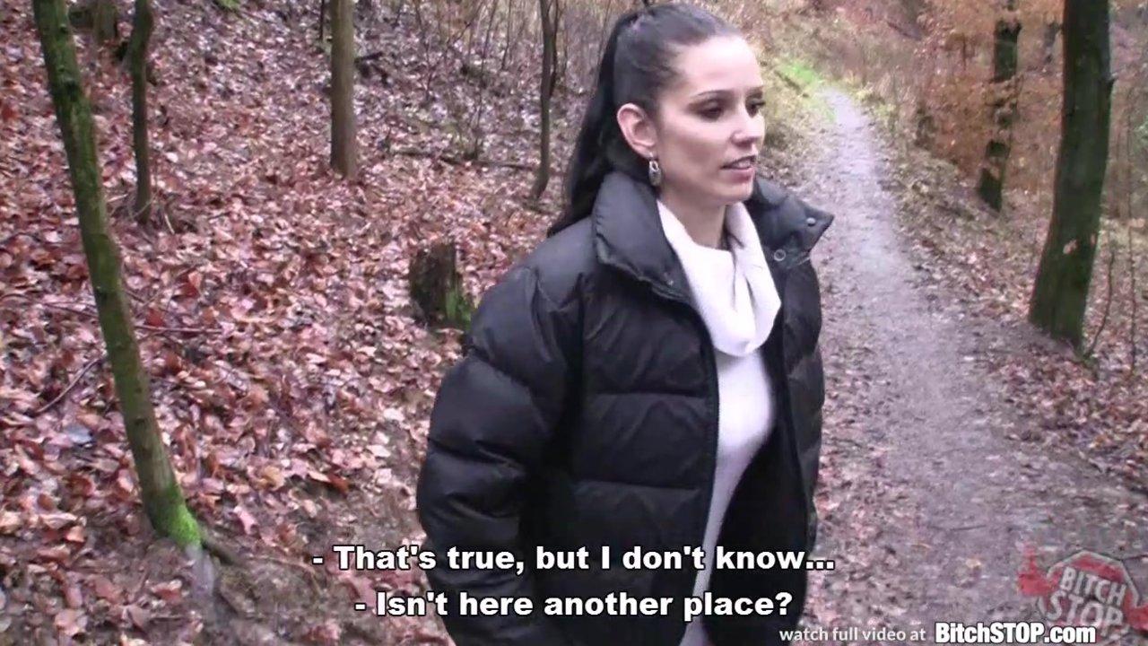 Немецкая деваха занимается сексом на природе