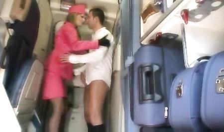 Порно смотреть онлайн бесплатно стюардесса жёсткая