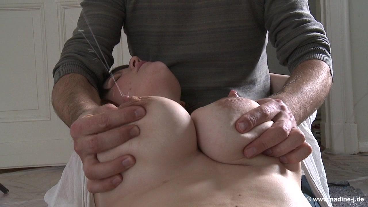 Обнимает сиськи порно онлайн — 14