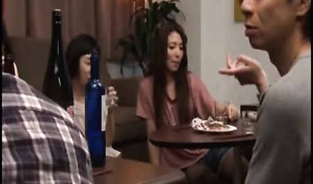 Японское дама трахает дома — img 6