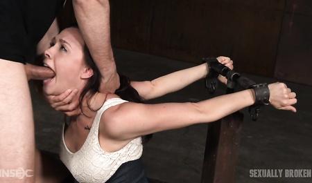 Видео порно связал и трахнул, женщина в очках ласкает влагалище
