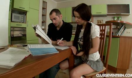 Московский студент помог подружке и жестко оттрахал при этом