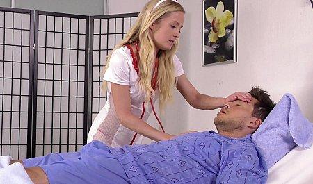 Медсестра в чулках лечит больного бурным сексом