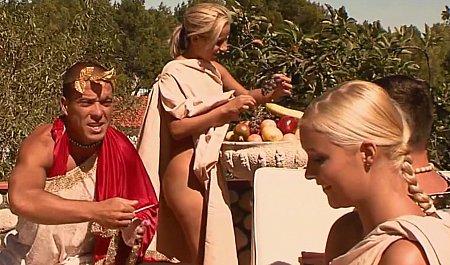 Бурный секс свингеров в греческом стиле