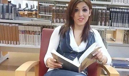 Познакомился с телкой в  библиотеке и жестко пропер дома в душе