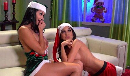 Санта-Клаус с большим членом навещает красивых Снегурочек для бурной групповухи