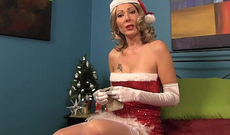 Телка в костюме Снегурочки дрочит пенис мужчине перед Рождеством