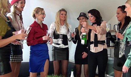 Лесбийские полизушки в клубе видео — photo 6