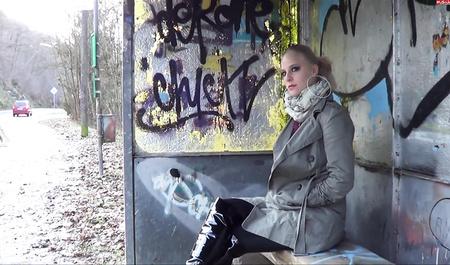 Дрочка и минет от немецкой фрау на свежем воздухе