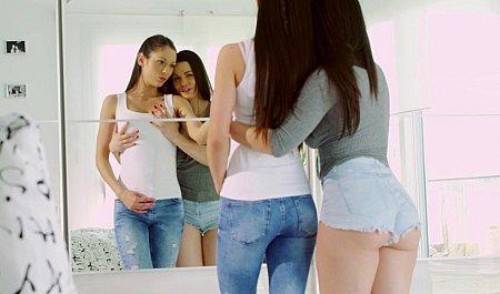 Горячий секс красивых девушек-лесбиянок
