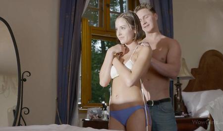 Парень провожает брюнетку до дома и жестко дрючит в спальне