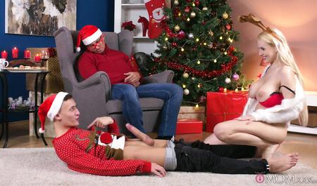 Зашел к соседям и отодрал жену спящего мужа на рождество