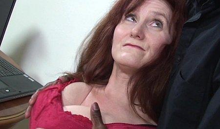 Рыжая старушенция с волосатой писькой подставляется под член негра
