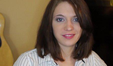 Прелестная женушка сосет член и порется раком с любимым мужем