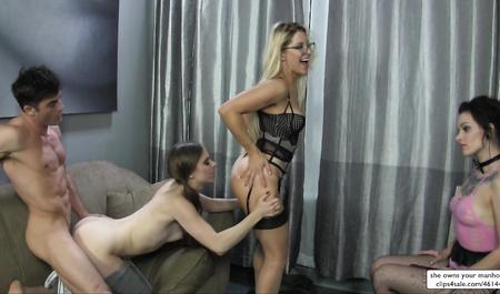 Групповой секс лесбиянок с доминированием