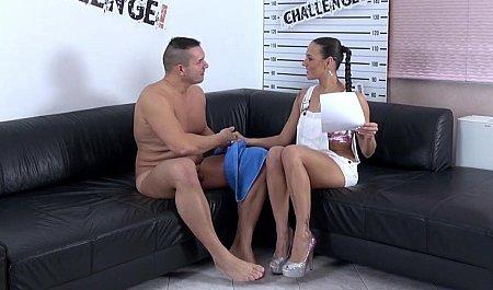 Крепкий парень лижет манду красивой девушки-агента на кастинге