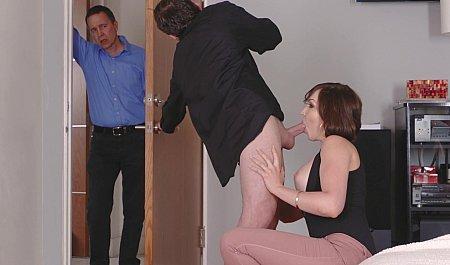 Жена изменяет мужу с молодым соседом