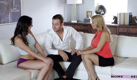 Грудастая матюрка получает член и лесбийские ласки от молодой пары в групповухе
