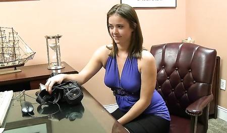 Порно босс напоил спермой молоденькую секретаршу