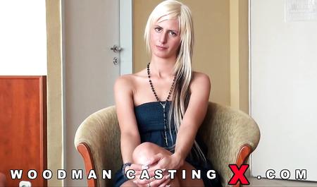 Вудмана на кастинге порет в жопу венгерскую блондинку на пару с другом