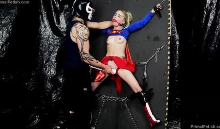 Соратница Бетмена получает удовольствие от секса с фетишем