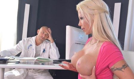 porno-video-direktor-lizhet-sotrudnitse-pilotku
