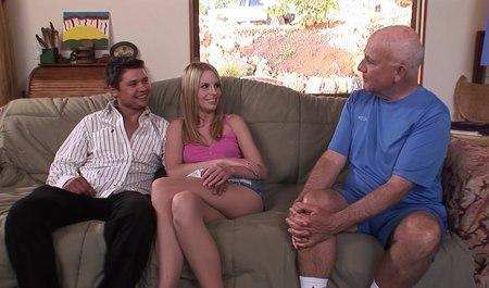 Незнакомый парень трахает симпатичную супругу при муже за деньги