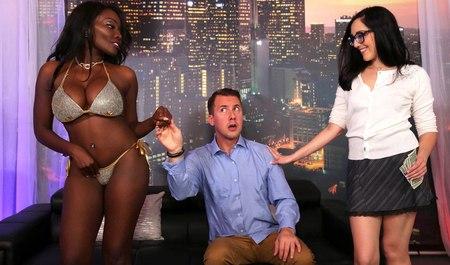 Молодая парочка приглашает в гости мулатку и получает задорный групповой секс от горячей гостьи