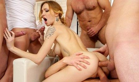 Групповой секс с стрептизершей