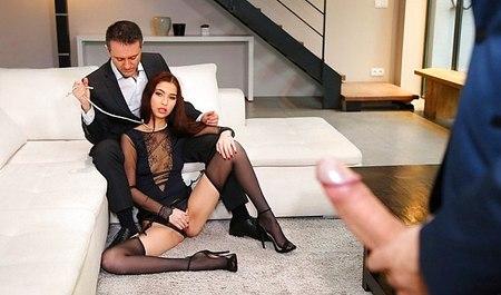 Муж с приятелем доминирует над женой и трахает ее на пару с другом
