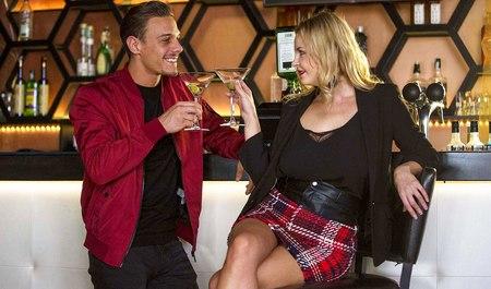 Блонда из Питера подсняла иностранца в баре от души натрахалась с ним в номере
