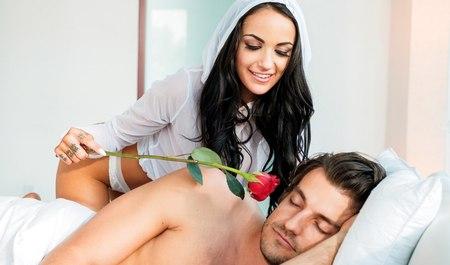 Разбудила парня минетом и получила жесткий секс
