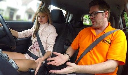 Трахаются в машине друзей, голая швецове видео