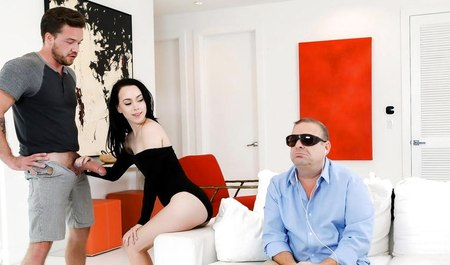 Друг семьи трахает жену пока муж на работе, порно видео турки