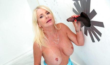 Смотреть Порно Блондинки С Членом