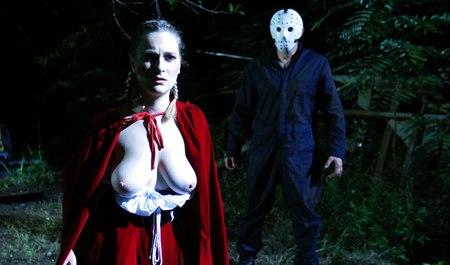 Здоровяк с грудастой подругой в ночь на Хэллоуин занимается сексом с замечательной ролевой игрой