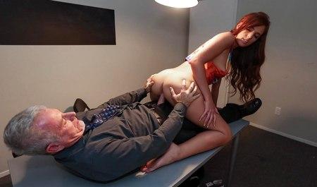 Смотреть порно с рыжими в чулках, порно фото трахнул анну семенович