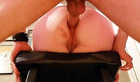 Парень вместе с блондинкой-любовницей получает удовольствие от экстремального анального секса