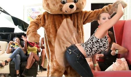 Русское порно пригласили на девичник порно