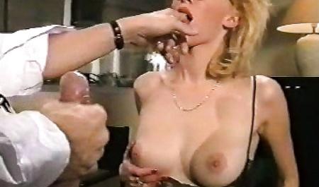 Офисную шлюшку в очках обкончал спермой после секса в кабинете