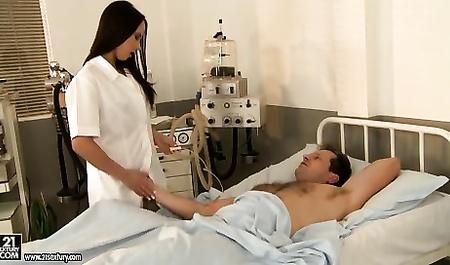 Медсестра действует по закону Гиппократа