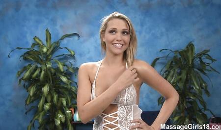 Mia Malkova имеет секс с массажистом