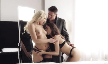 Управляющий помог двум милым девушкам