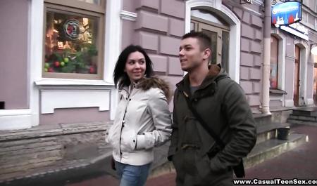 Встретились на улице и потрахались, секс домашний русских анал