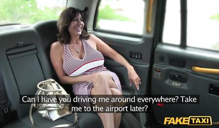 Таксист трахнул пьяную клиентку
