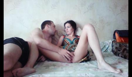 Частное видео молодой супружеской пары в спальне