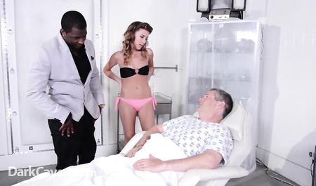 Кудрявая супруга изменила больному мужу с чернокожим любовником