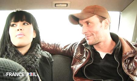 Водитель с пассажиром на пару трахнули симпатичную попутчицу